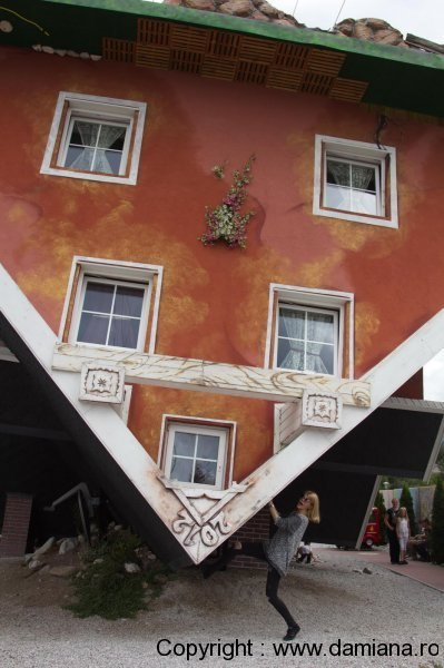 Haus-steht-Kopf-casa-cu-susul-in-jos-austria_damiana325