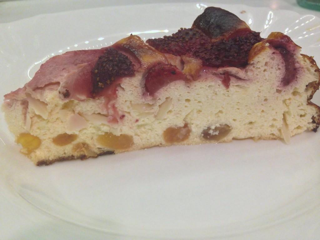 Cheesecake cu capsuni si stafide