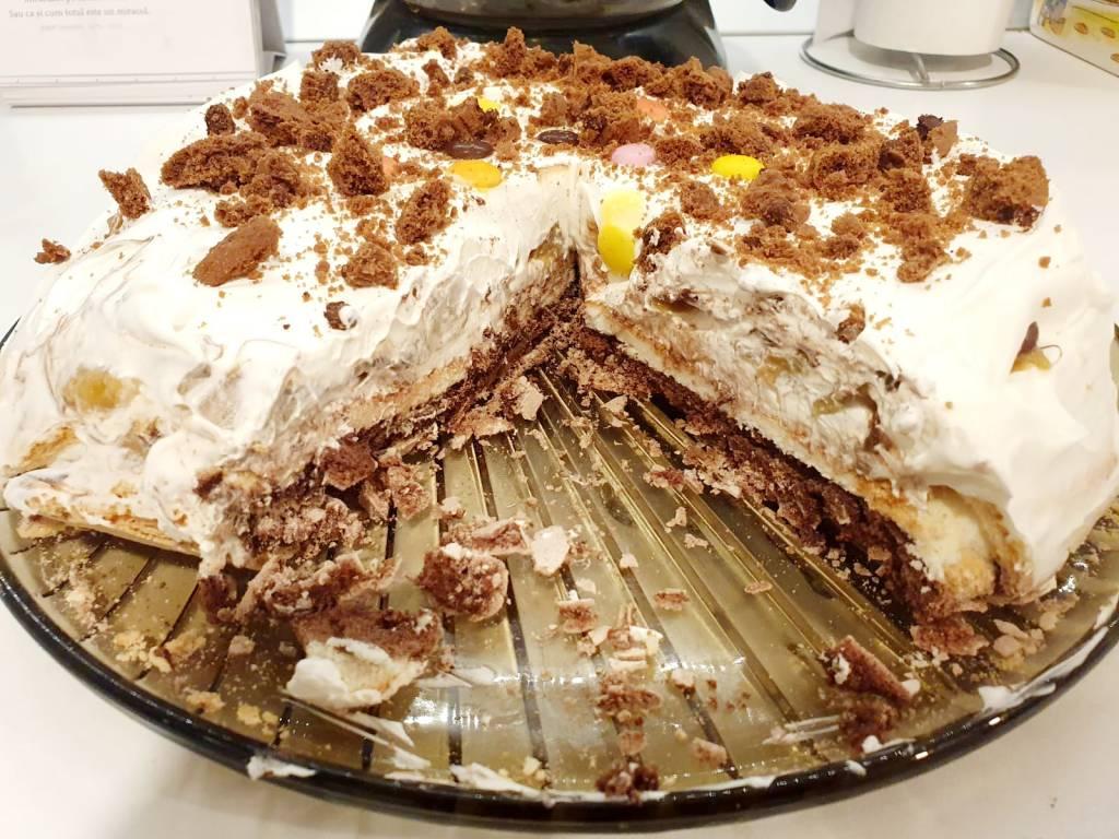 Tort cu blat de bezea si Fineti * Irezistibil * Damiana Paun Blog Oficial